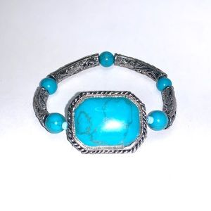 PREMIER DESIGNS Turquoise stretch bracelet